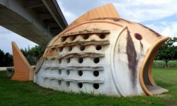 Installations toilettes publiques par Okinawa Soba