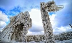 Sculptures glacées le long du lac Erié